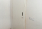 drzwi drewniane z regulowanymi ościeżnicami
